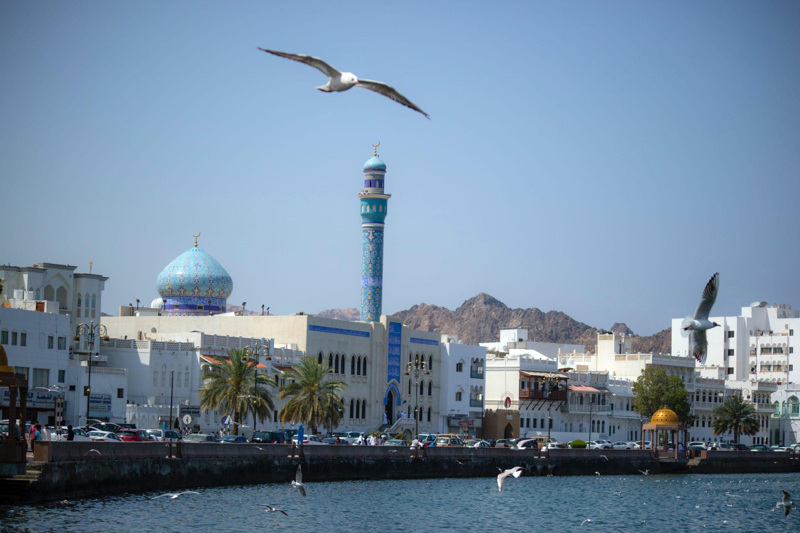 در تور عمان از جاذبههای دیدنی شهر مسقط بازدید میکنیم