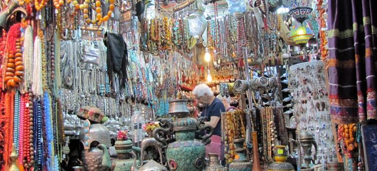 خرید سوغات ارزان در بازار مطرح مسقط