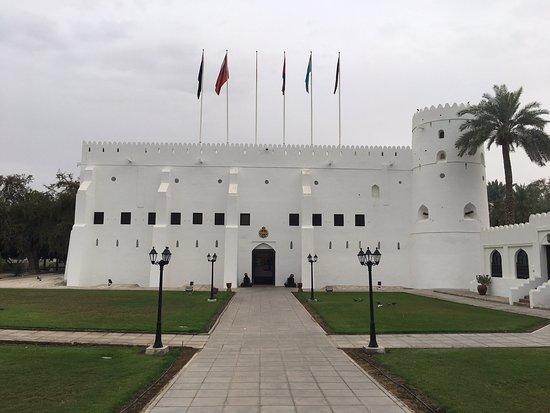 در تور عمان به بازدید از موزه نیروهای مسلح عمان میرویم