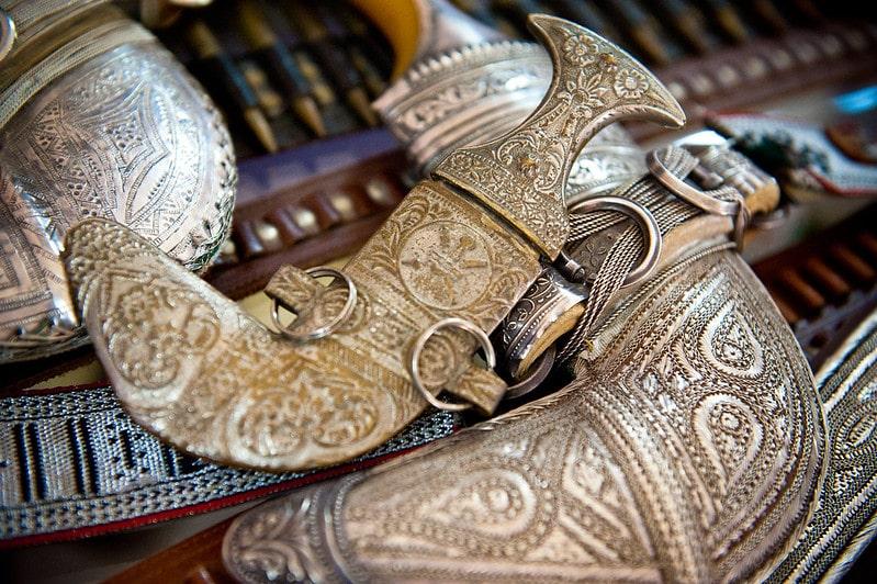 یک نمونه از خنجرهای عمان و خرید آن به عنوان سوغات عمان