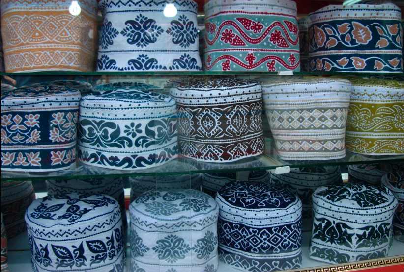 کلاه سنتی مردان عمانی سوغاتی خوب از عمان