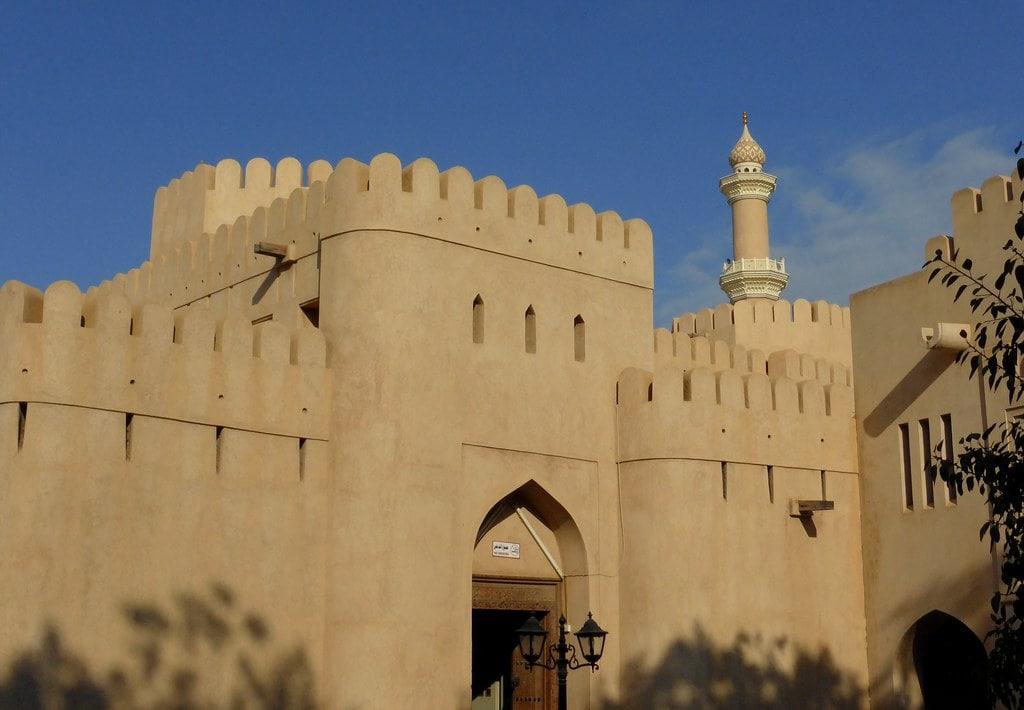 قلعه نیزوا عمان از جاذبههای گردشگری این کشور