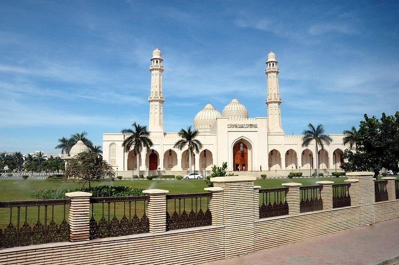 نمای بیرونی مسجد سلطان قابوس عمان در شهر صلاله