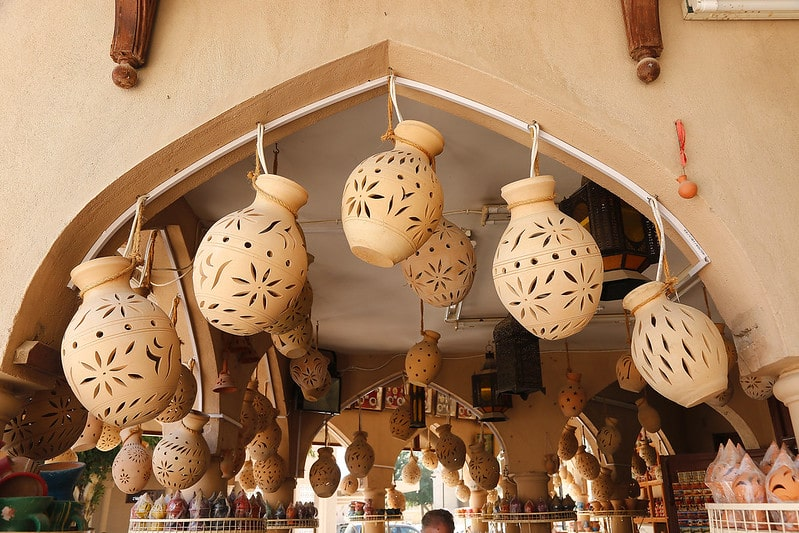 خرید سفال و صنایع دستی از بازارهای سنتی شهر نیزوا عمان