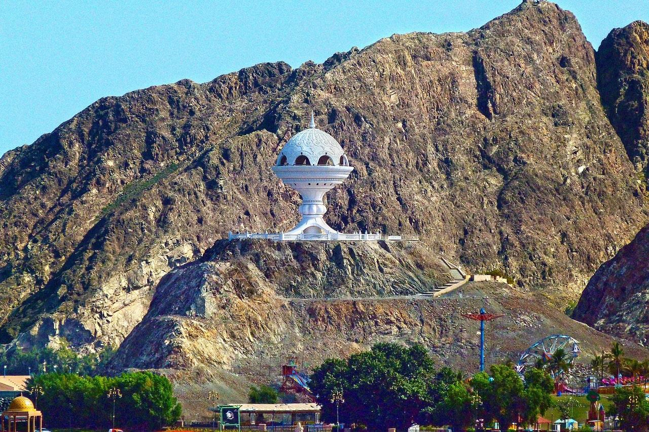 کندر و مجسمه کندرسوز نماد فرهنگ مردم عمان