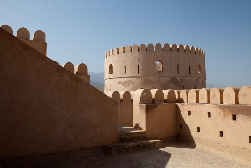 نمایی از قلعه نخل عمان در هنگام سفر به این کشور