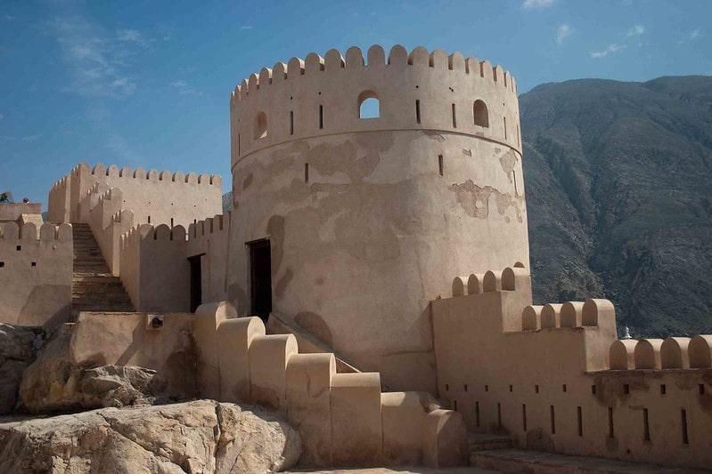 پلکان ورودی برای رسیدن به بالای برج قلعه نخل