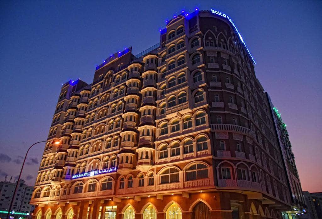 نمای هتل مسقط پلازا از هتل های سه ستاره خوب در مسقط